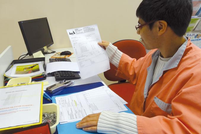 L'ESAT LES MENHIRS à La Gacilly (56) dispose d'un atelier de fabrication de ramettes et se charge de la mise en colis.